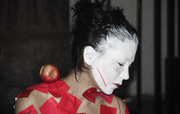 http://sarapopowa.com/files/gimgs/36_consumed-redwhite-popowa-04-2011-8.jpg